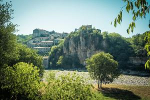 Roadtrip en Ardèche à moto